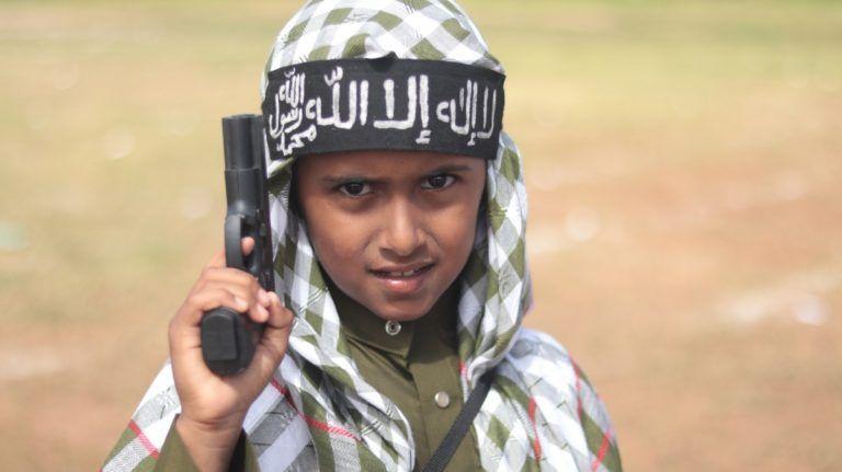 ফটো রিপোর্ট | আল-শাবাব নিয়ন্ত্রিত ইসলামি রাজ্যে শিশুদের ঈদ উৎসব